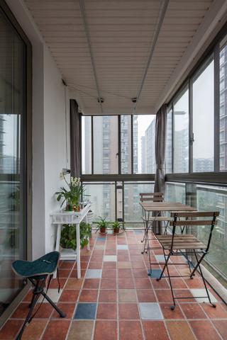 现代简约四居阳台装修效果图