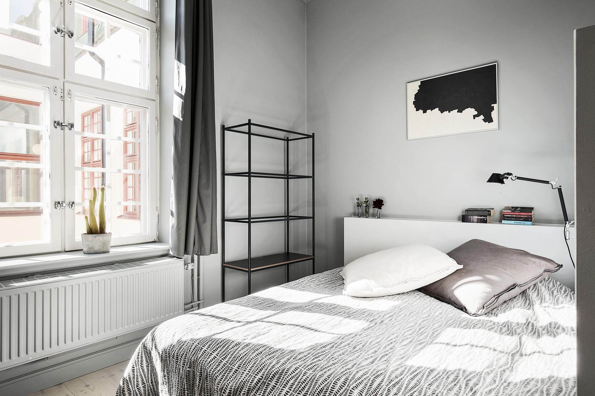 102平灰色公寓卧室装修效果图