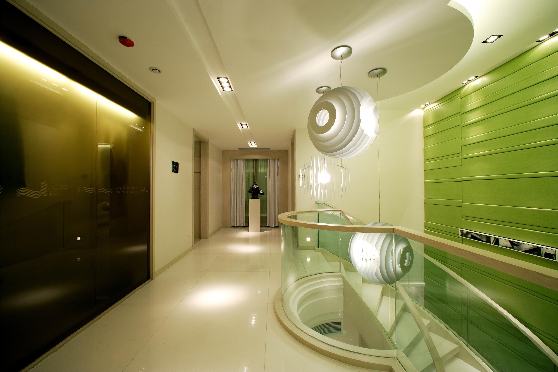 简约现代复式别墅走廊装修效果图