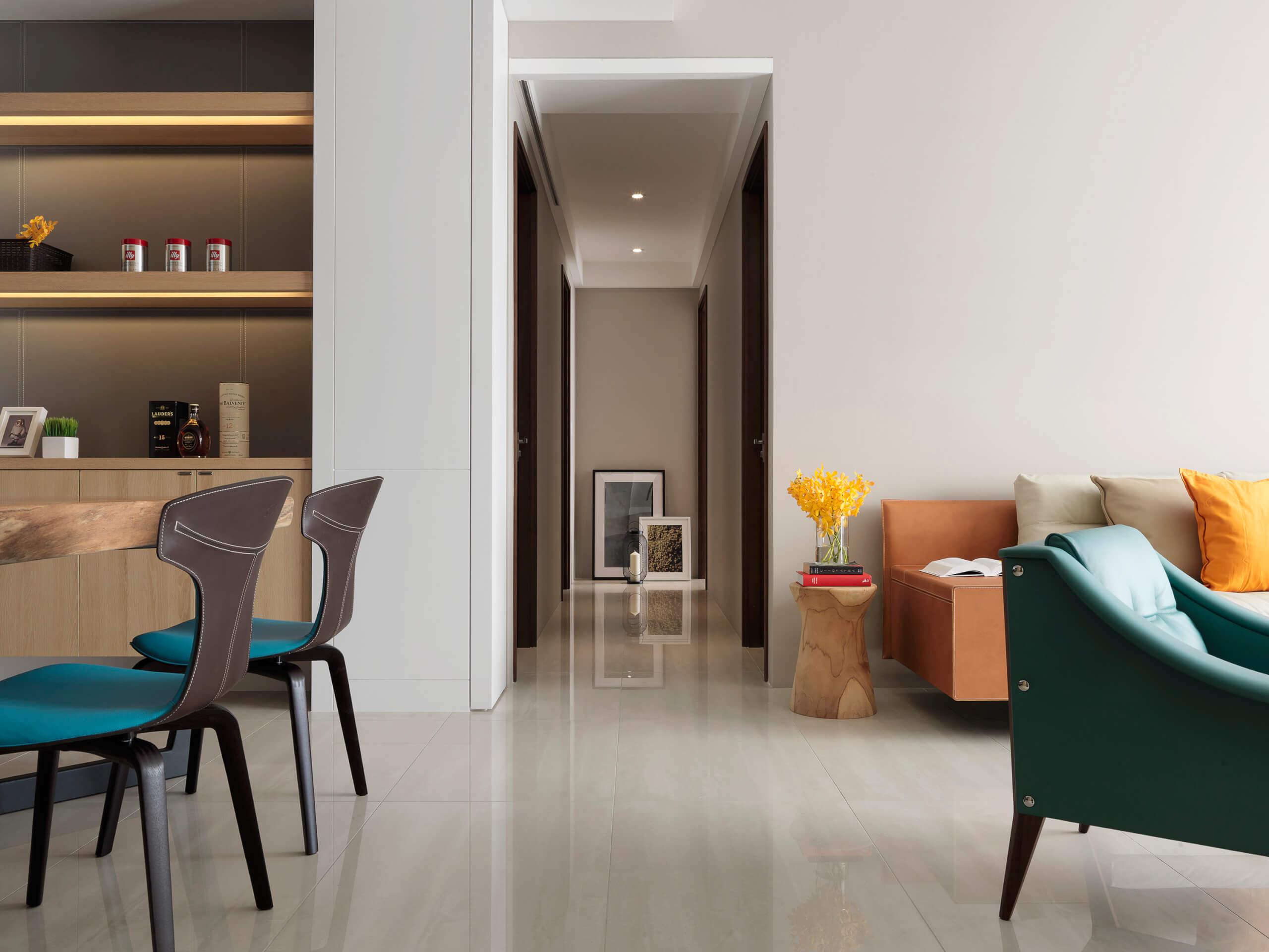 现代风三居室过道装修设计效果图