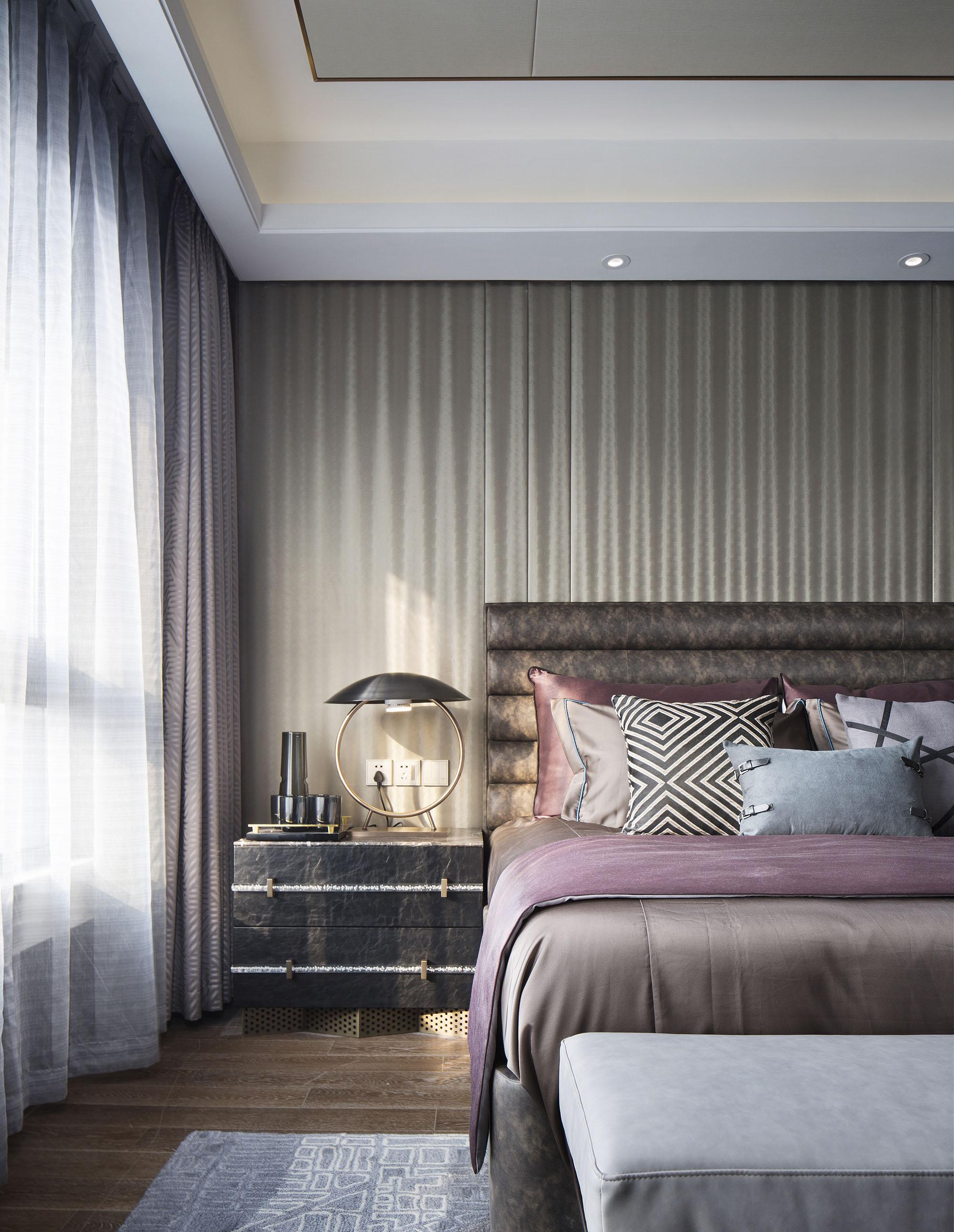 大户型轻奢现代风床头背景墙装修效果图